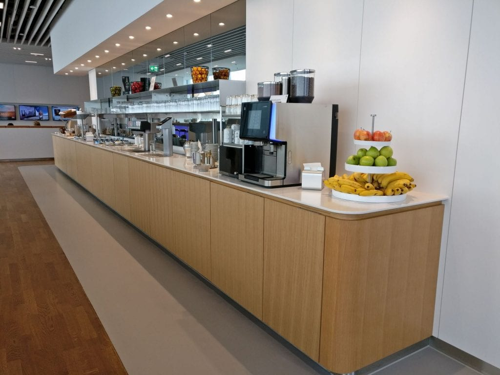 Lufthansa Business Lounge München L11 Buffet 2