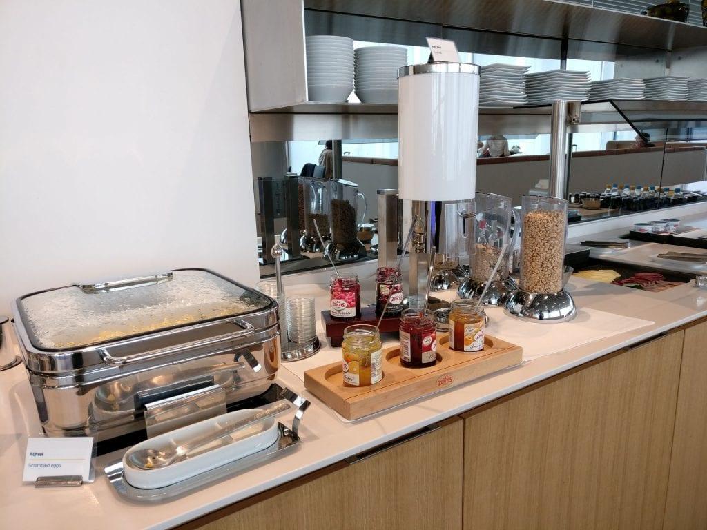 Lufthansa Business Lounge München L11 Buffet 4