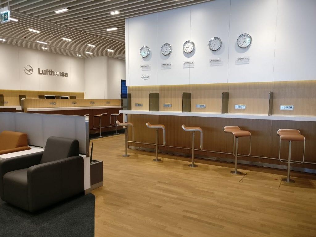 Lufthansa Business Lounge München L11 Seating 5
