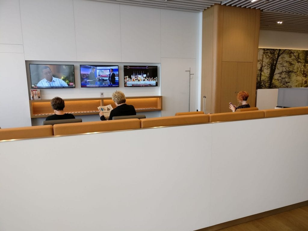 Lufthansa Business Lounge München L11 Seating 6