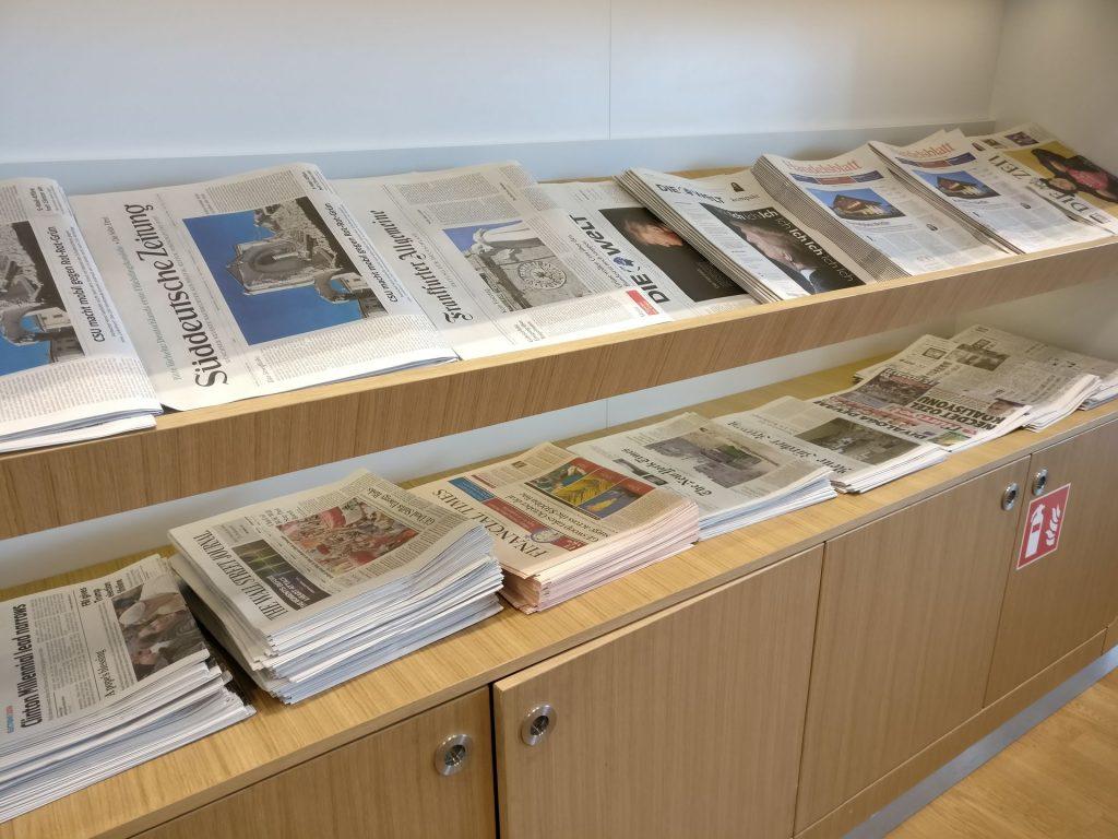 Lufthansa Business Lounge München L11 Zeitungen