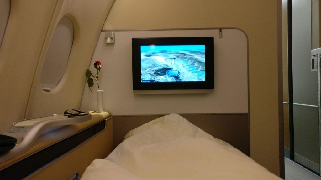 Lufthansa First Class Nachtflug Bett Decke