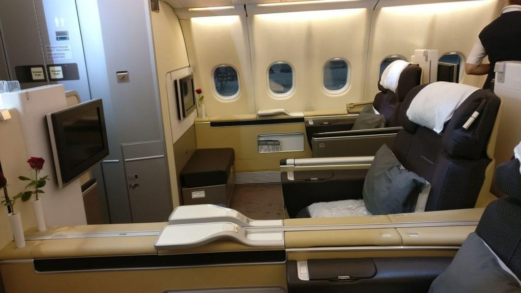 Lufthansa First Class Nachtflug Kabine