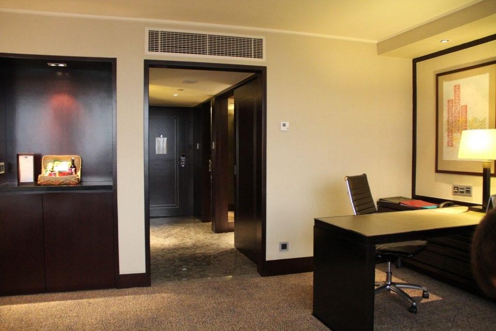 Mandarin Oriental Jakarta Deluxe Room 3