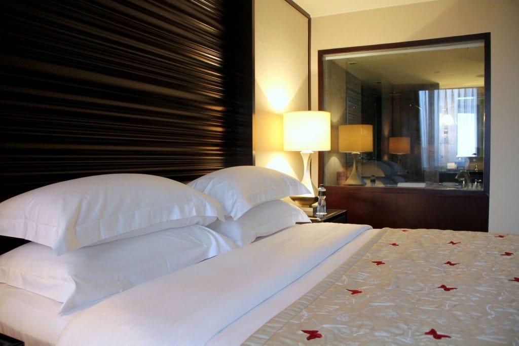Mandarin Oriental Jakarta Deluxe Room 4