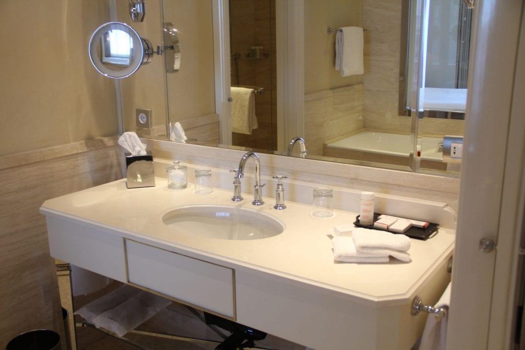 Palazzo Parigi Milan Executive Room Bathroom 2