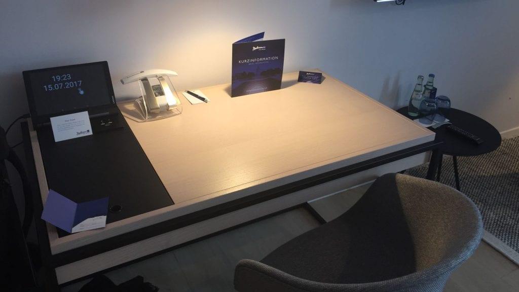 Radisson Blu Mannheim Schreibtisch