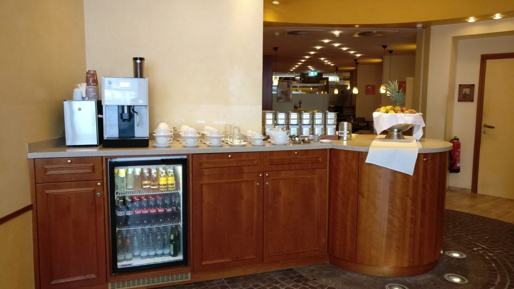 crowne plaza heidelberg club lounge buffet