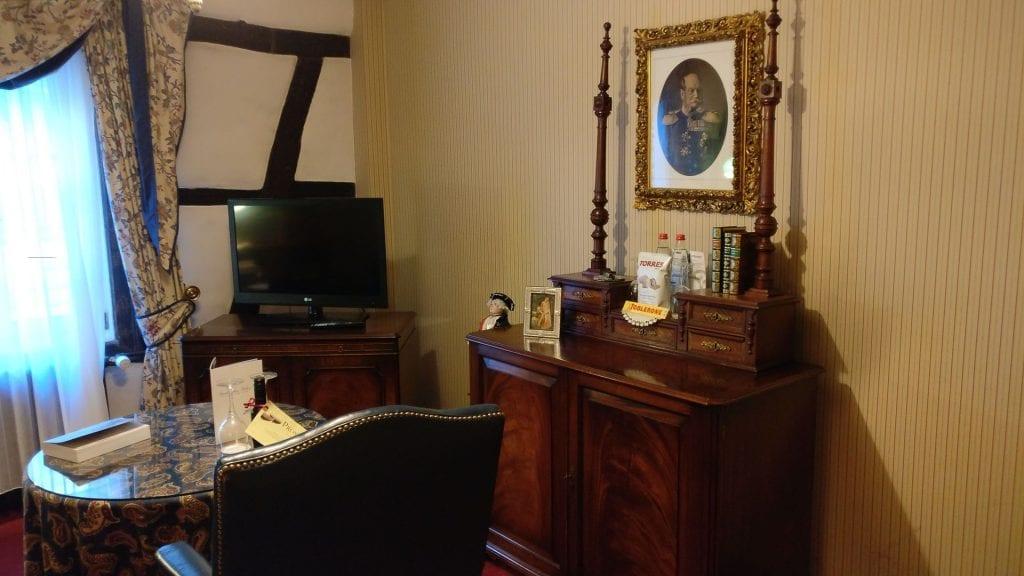 hotel die hirschgasse heidelberg suite wohnzimmer