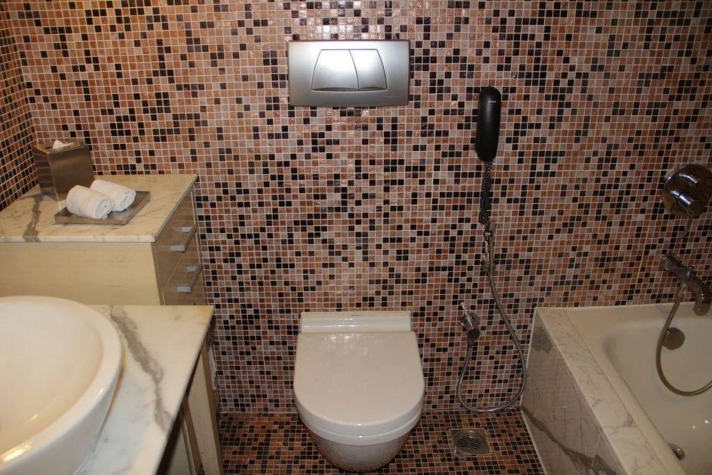 Bathroom Le Méridien New Delhi 2