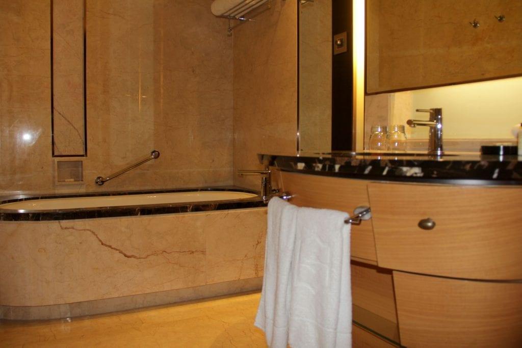 Bathroom Shangri La Bengaluru