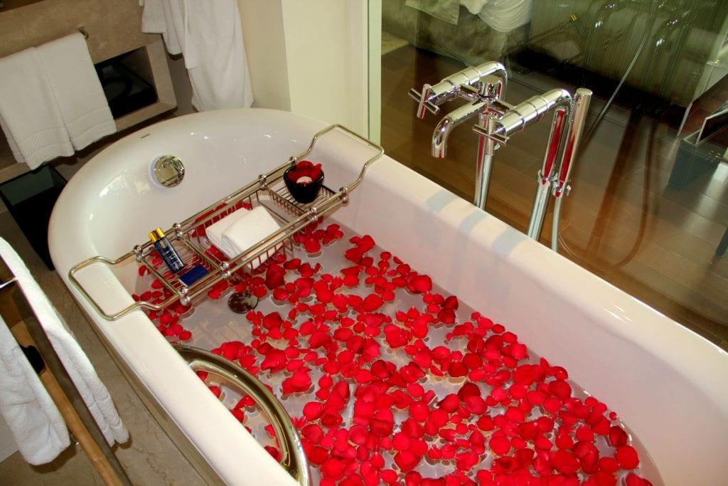 Bathtub Oberoi Mumbai