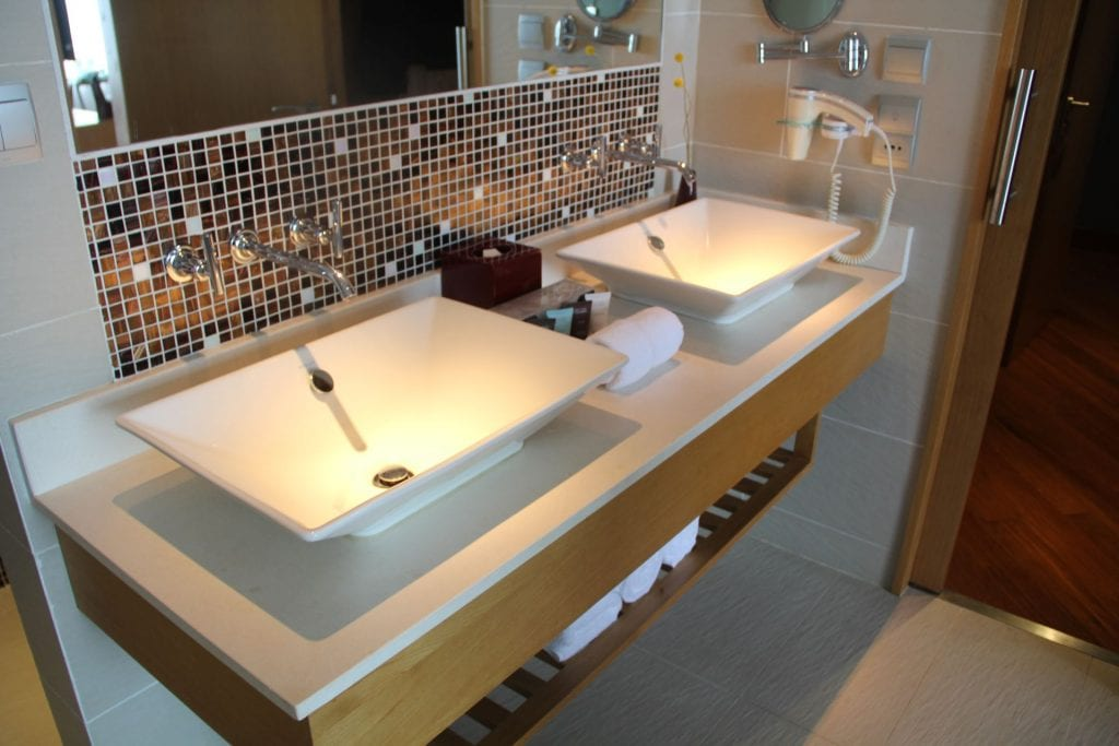 Grand Mercure Danang Suite Bathroom 2