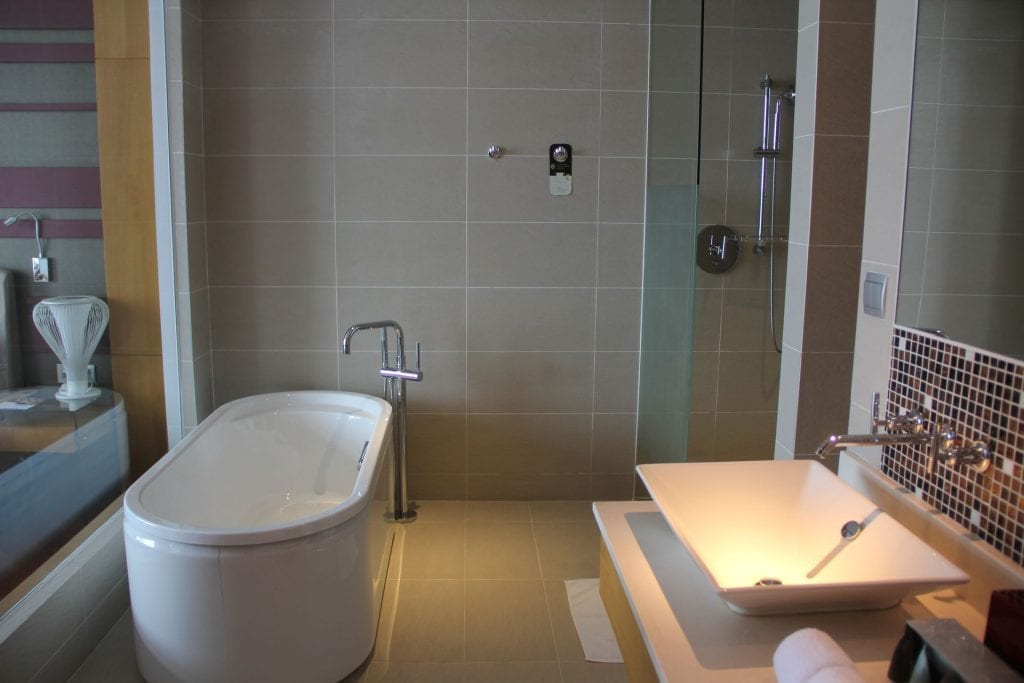 Grand Mercure Danang Suite Bathroom 8