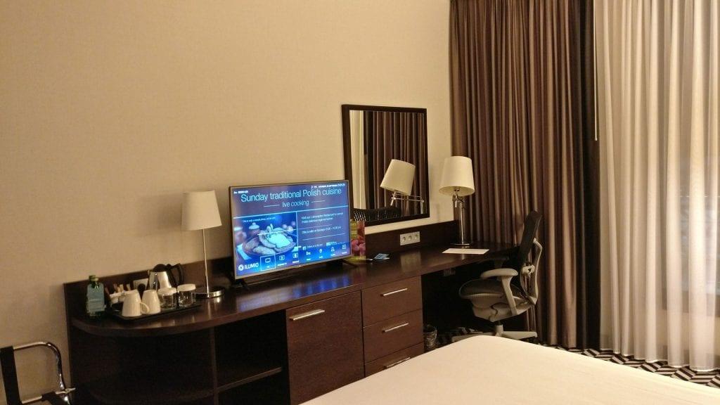 Hilton Garden Inn Krakau Airport Zimmer Schreibtisch