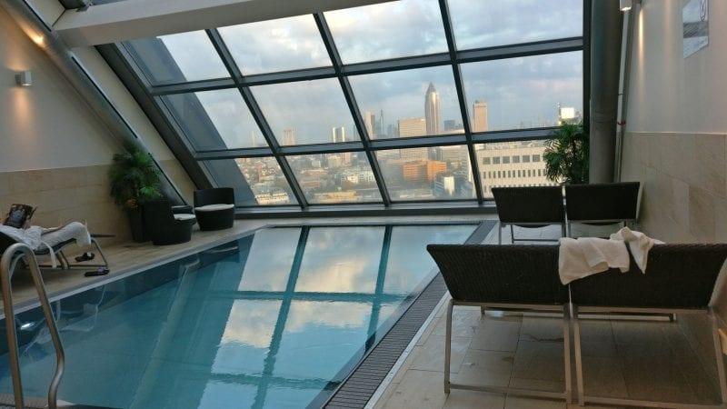 Radisson Blu Frankfurt Pool Aussicht