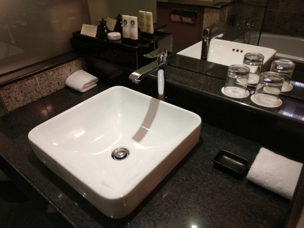 Sofitel Saigon Plaza Superior Club Room Bathroom