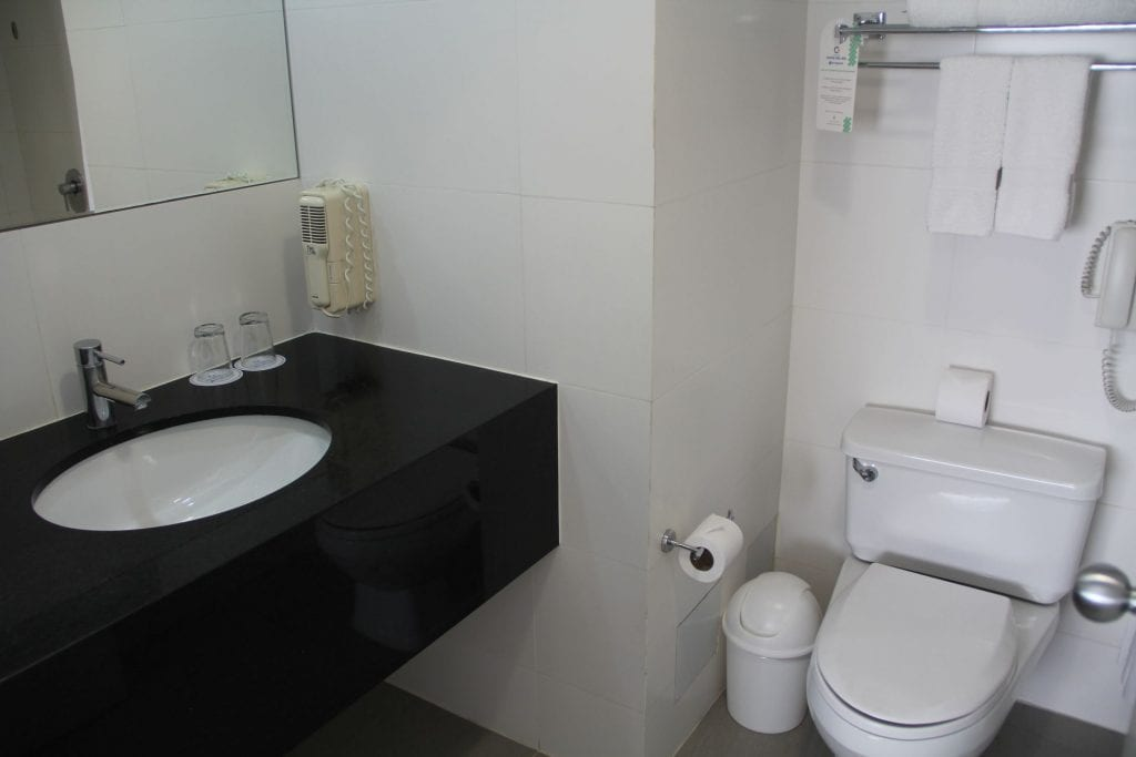 Review costa del sol wyndham lima airport hotel for Bathroom showrooms costa del sol