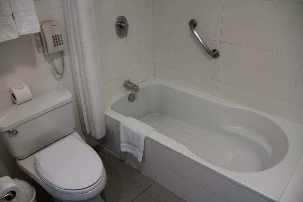 Costa del Sol Wyndham Lima Airport Queen Room Bathroom 2