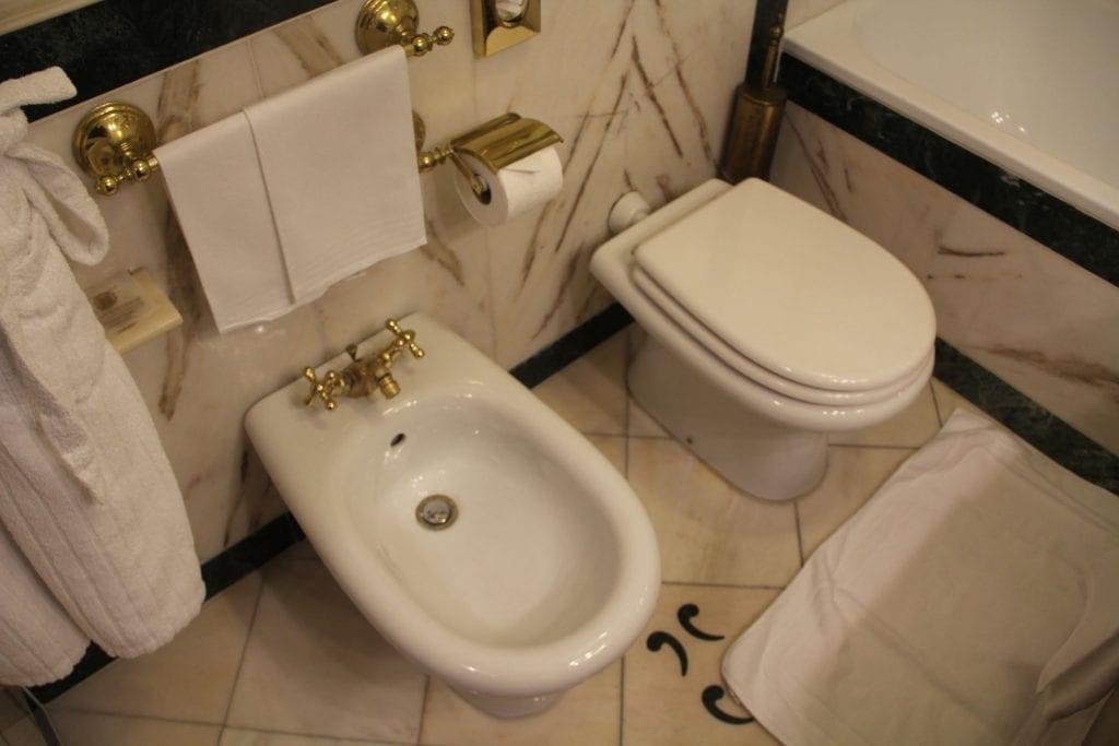 Due Torri Hotel Verona Deluxe Room Bathroom