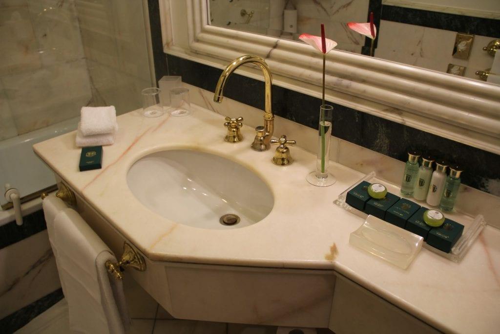 Due Torri Hotel Verona Deluxe Room Bathroom 3
