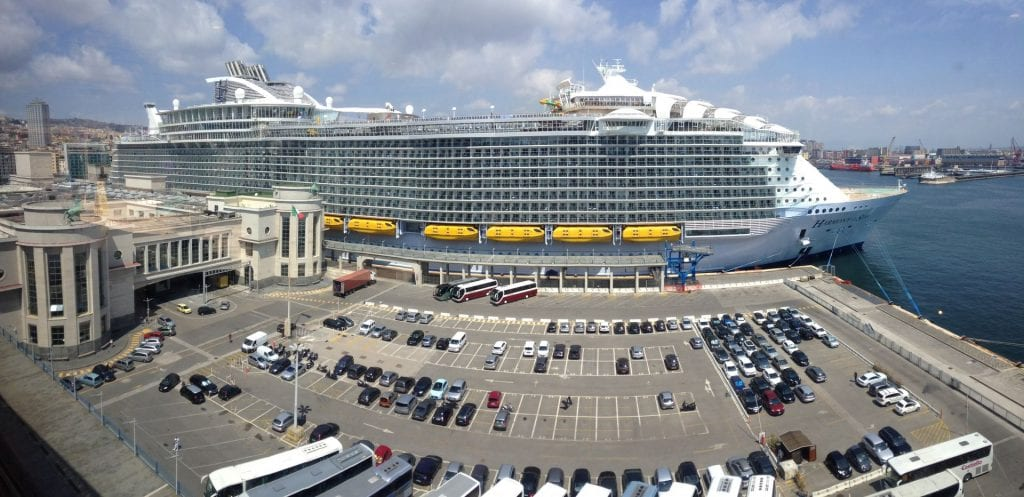 Harmony of the Seas in Neapel