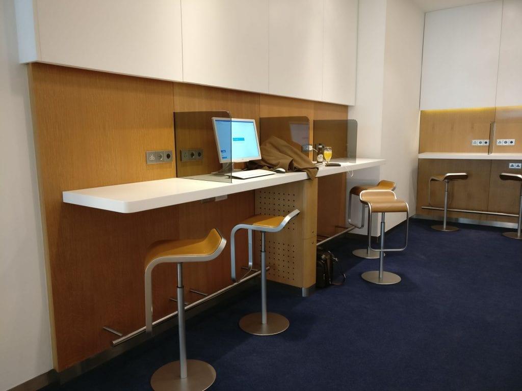 Lufthansa Business Lounge London Business Center 2