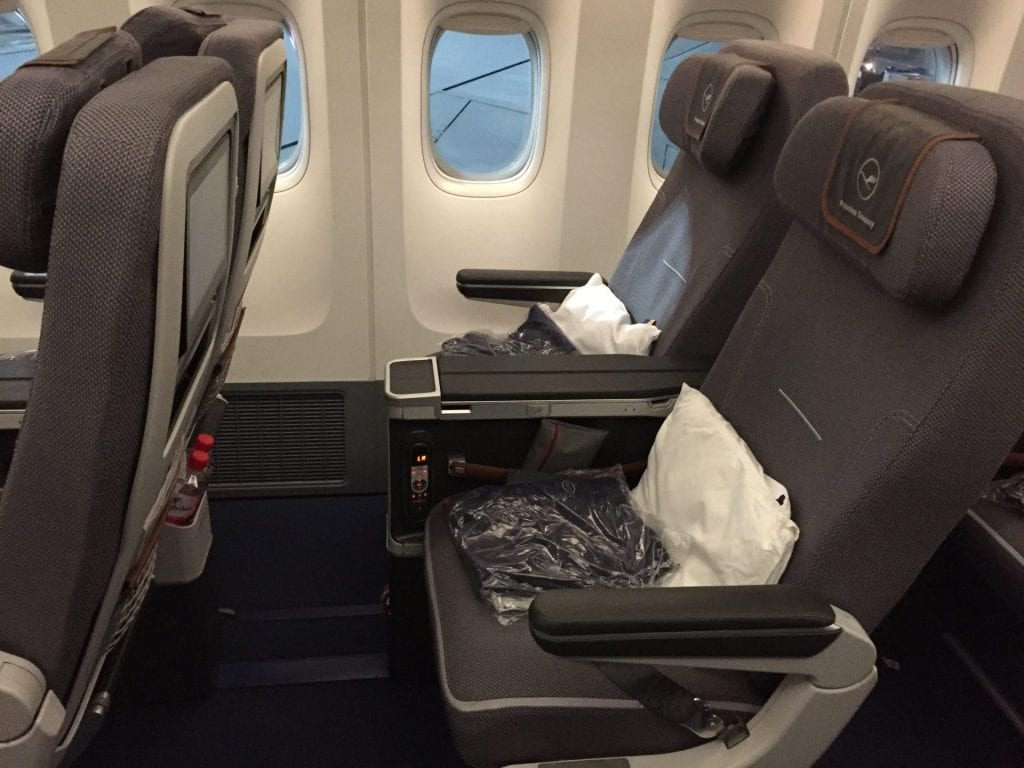 Lufthansa Premium Economy Class Boeing 747 Sitz (1)