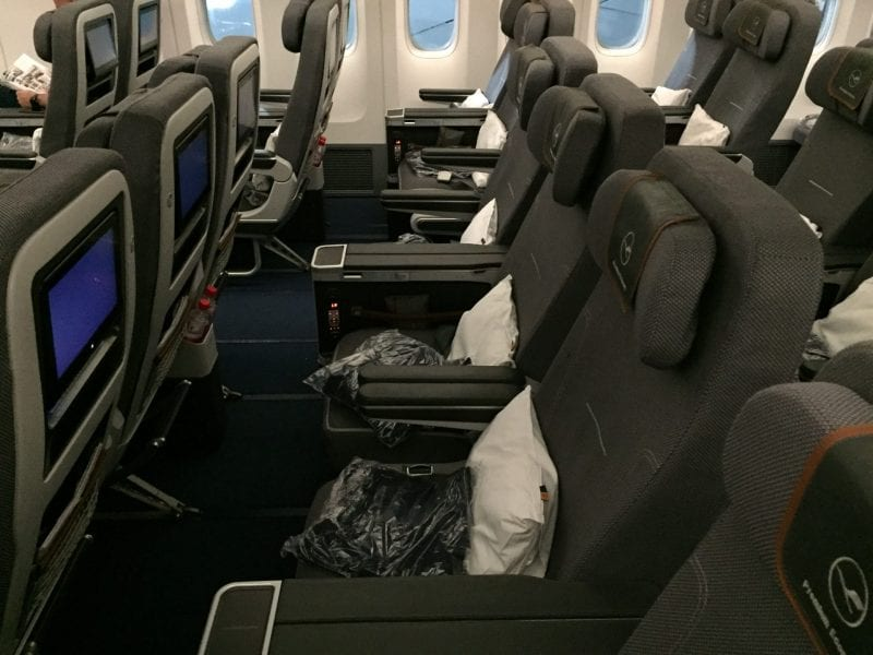 Lufthansa Premium Economy Class Boeing 747 Sitz (4)