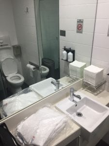 Qantas Domestic Business Class Lounge Sydney Duschraum