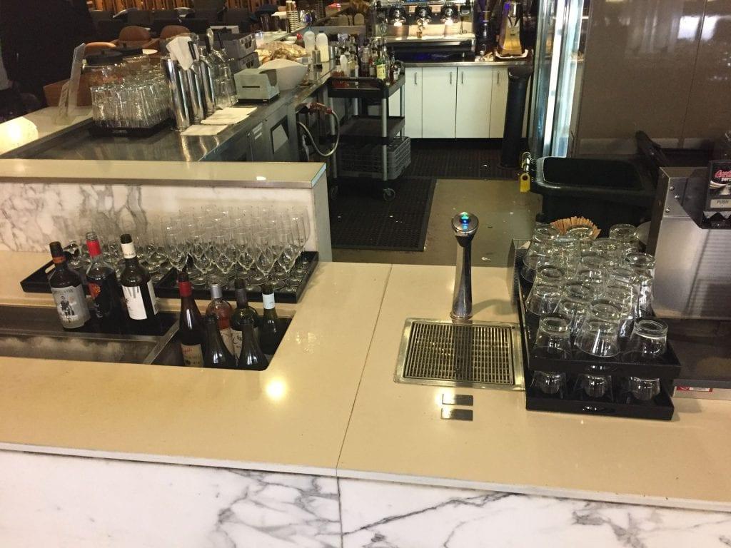 Qantas Domestic Business Class Lounge Sydney Getränke zur Selbstbedienung