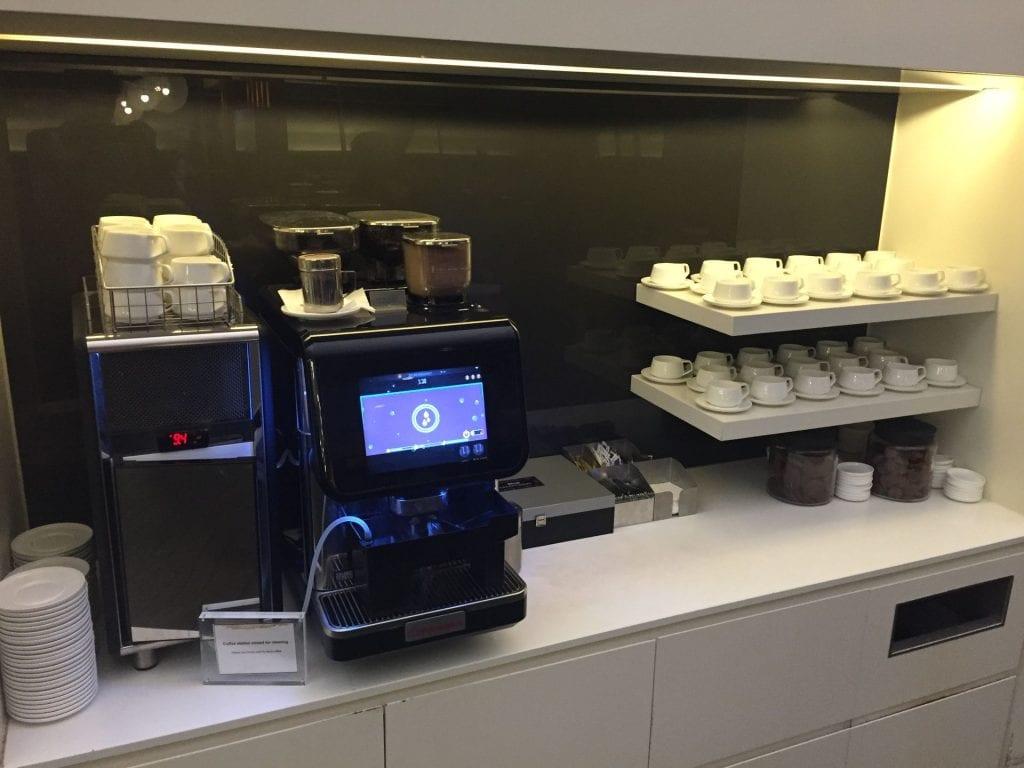 Qantas Domestic Business Class Lounge Sydney Kaffeemaschine zur Selbstbedienung