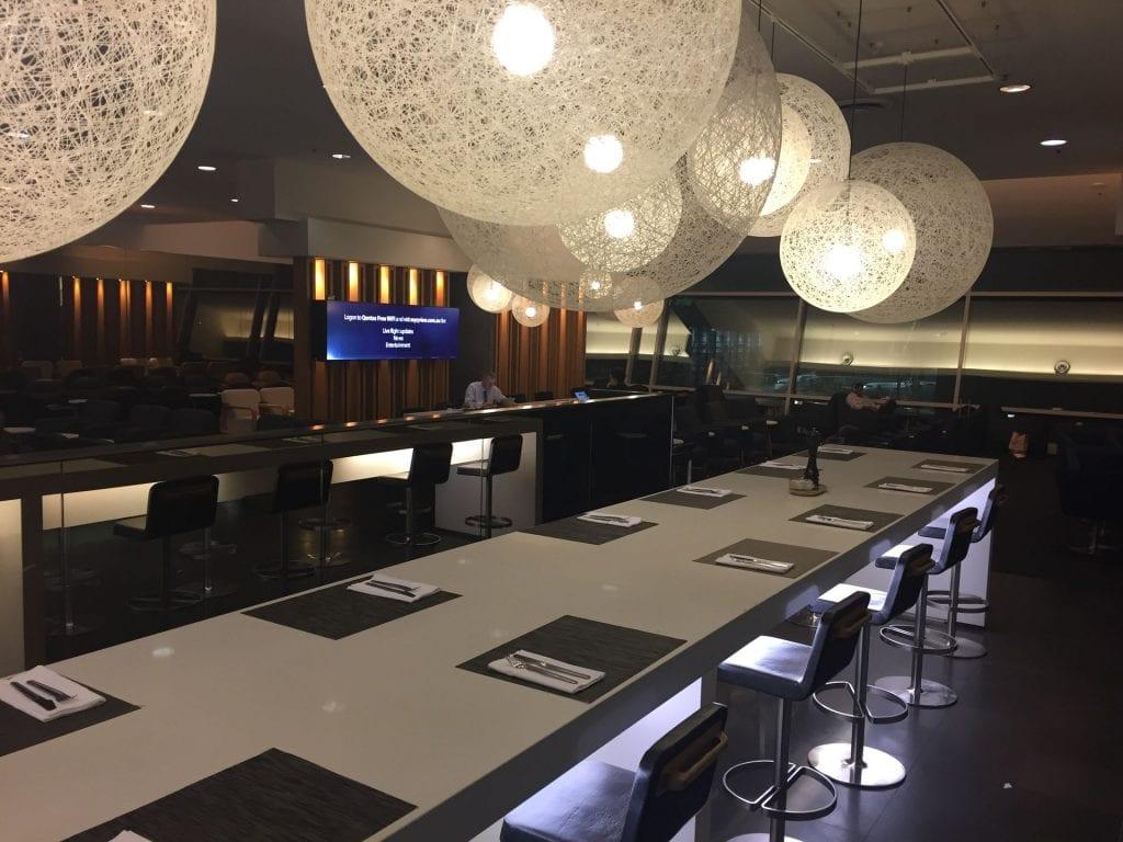 Qantas Domestic Business Class Lounge Sydney Sitzplätze speziell zum Essen