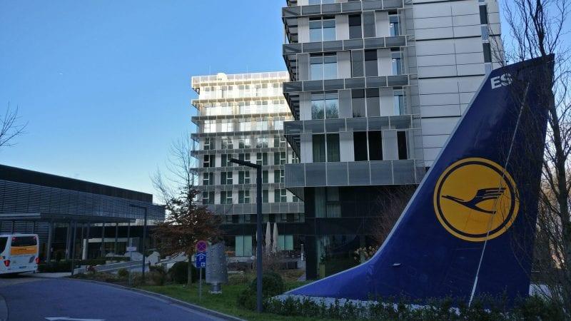 Tagungshotel Lufthansa Seeheim Eingang Heckflosse
