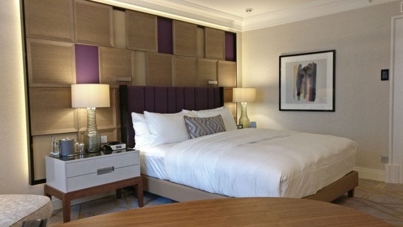 The Ritz Carlton Berlin Bett Zimmer