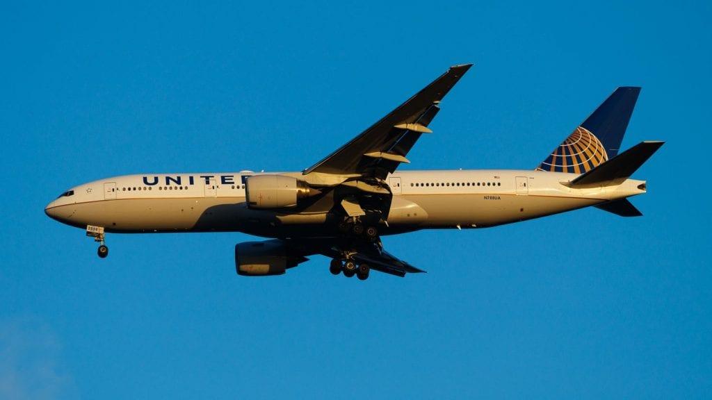 United Airlines Boeing 777 Landeanflug