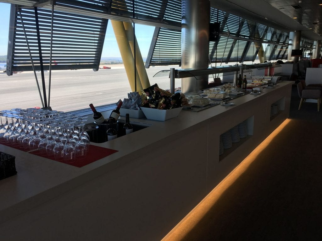 iberia lounge madrid buffet 3