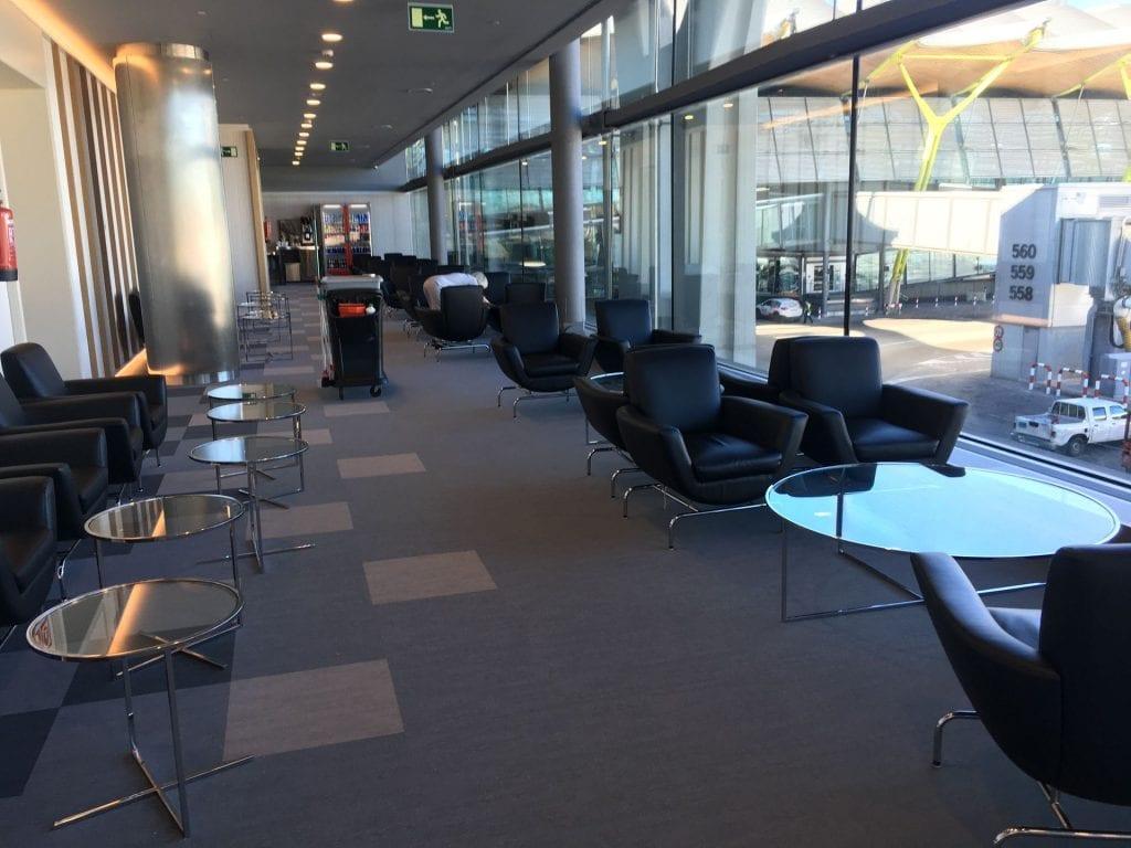 iberia lounge madrid sitzgelegenheiten 3 avios plus status oro platino