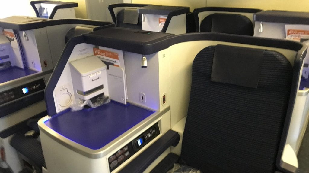 ANA all nippon Airways Business Class boeing 777 Sitz mitte