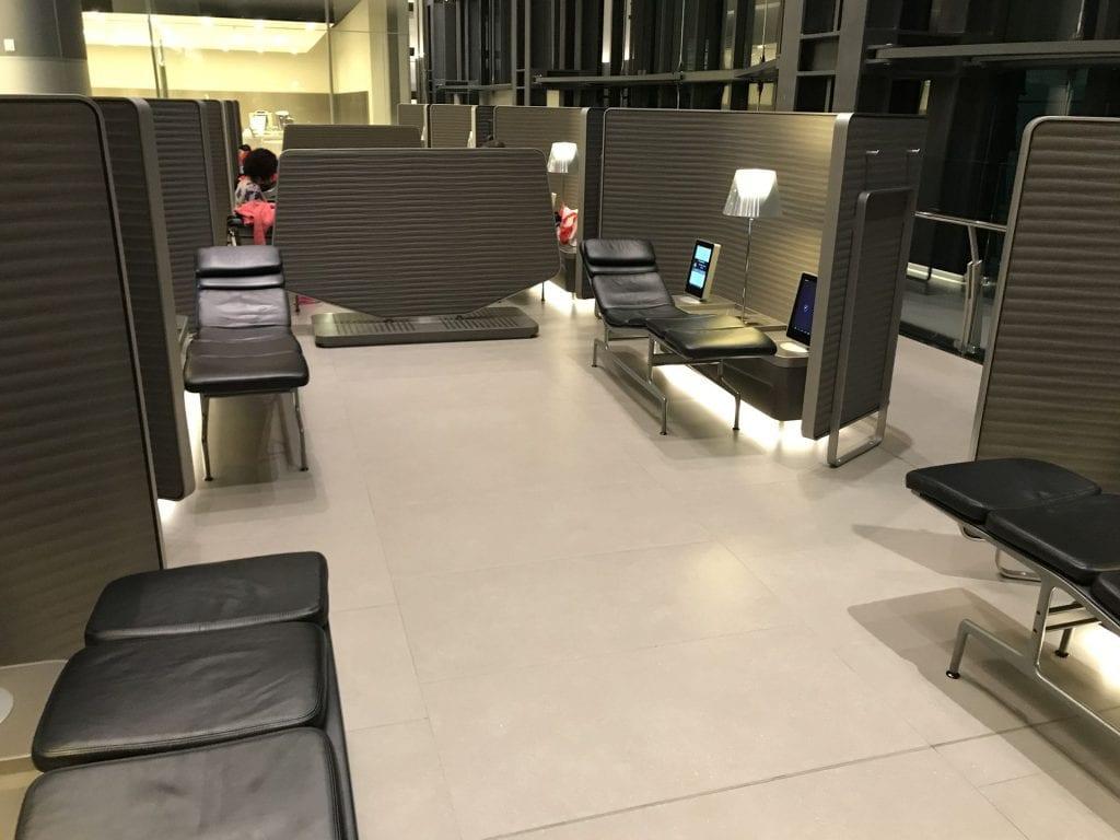 Al Mourjan Business Lounge Doha Liegen 2