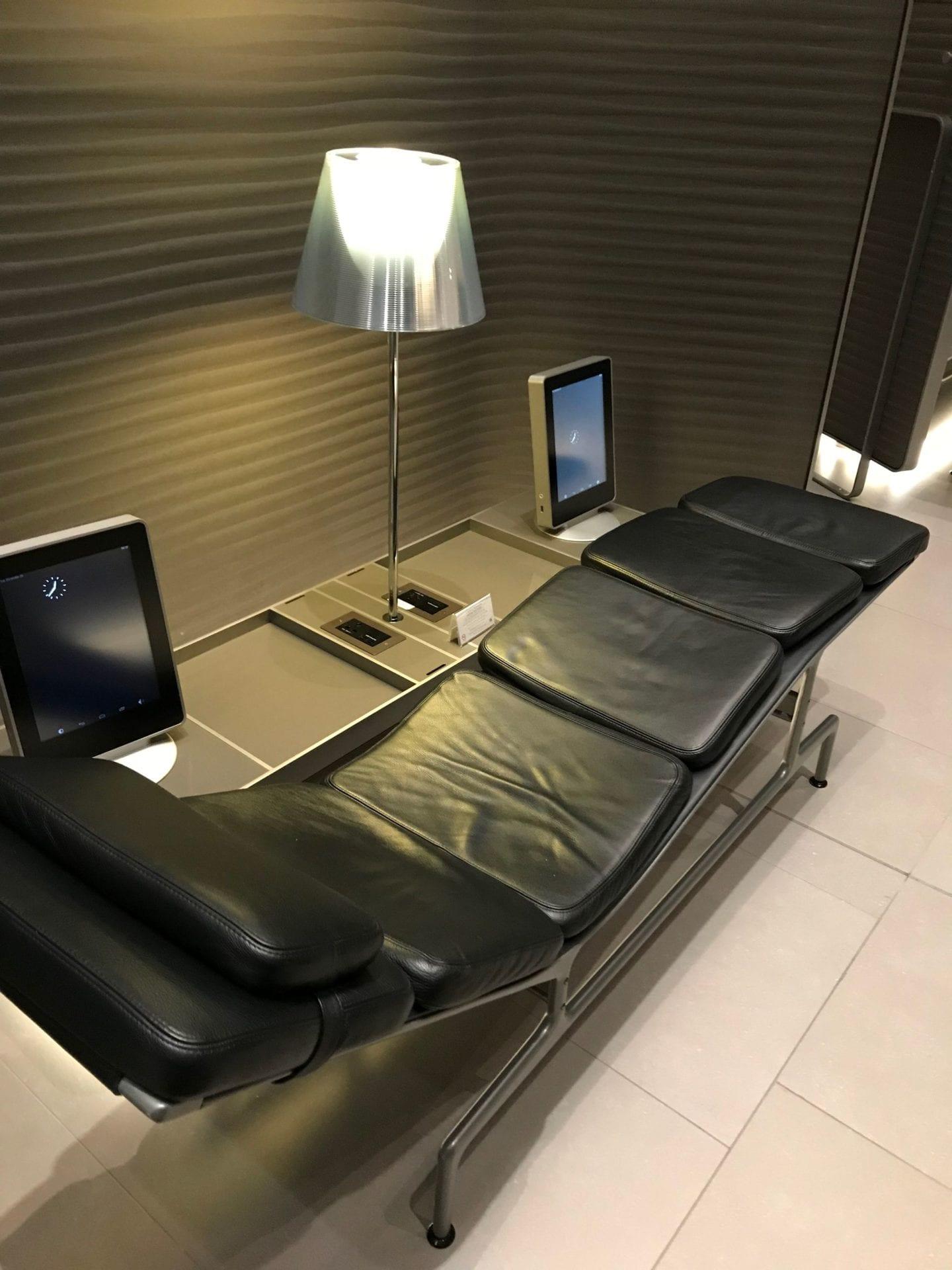 Al Mourjan Business Lounge Doha Liegen