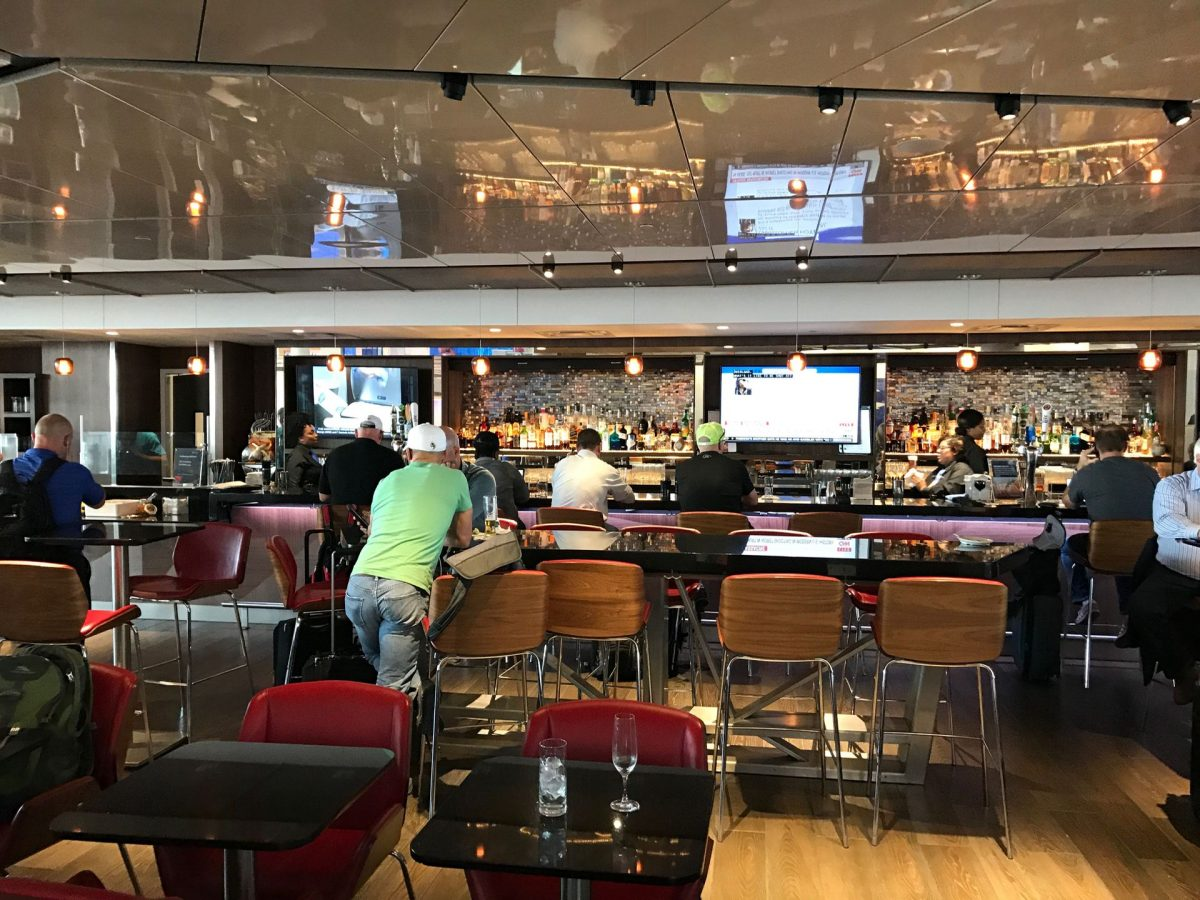 Delta Sky Club Atlanta B18 Bar