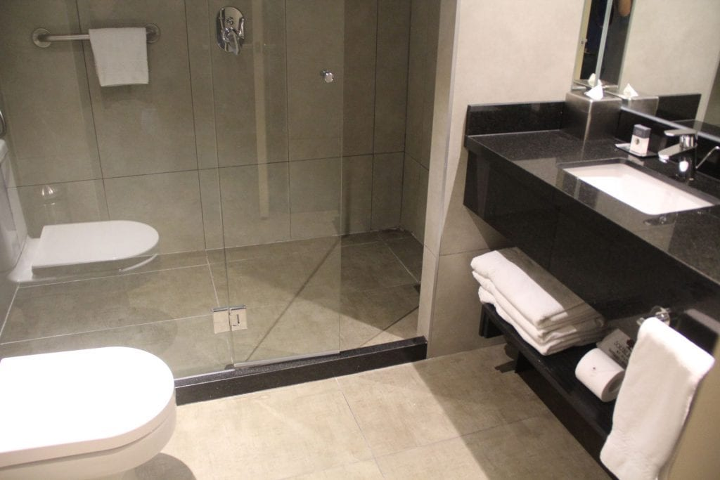 DoubleTree Santiago Vitacura Junior Suite Bathroom