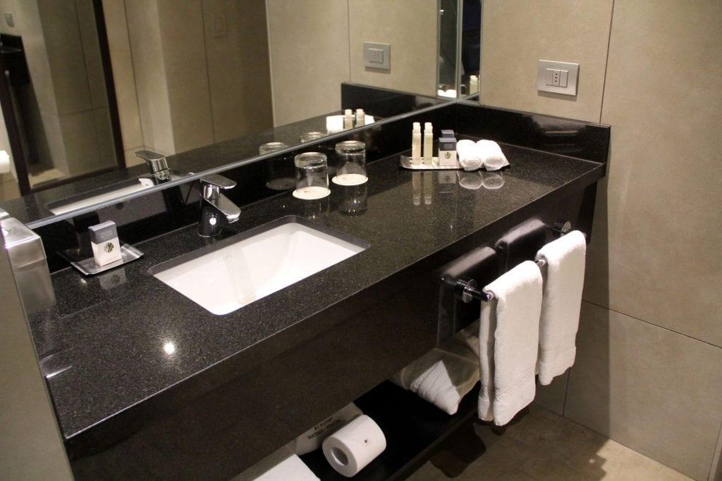 DoubleTree Santiago Vitacura Junior Suite Bathroom 5