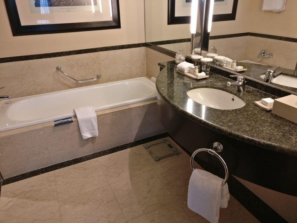 Hilton Buenos Aires Executive Junior Suite Bathroom