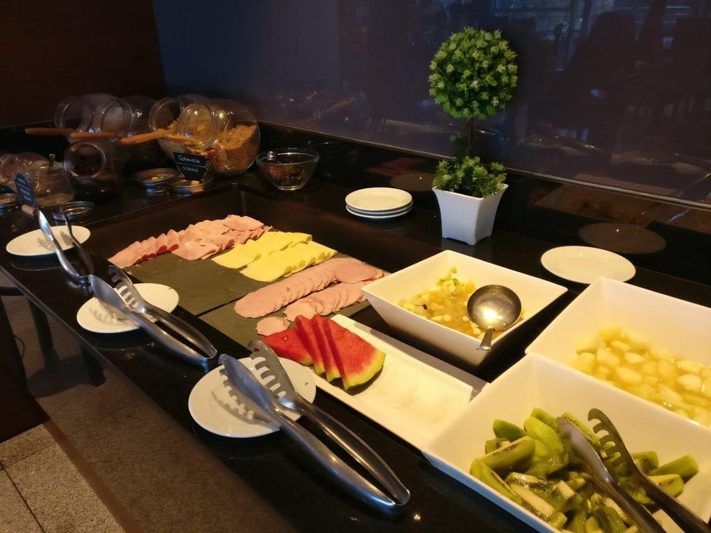 Hilton Garden Inn Montevideo Breakfast 2
