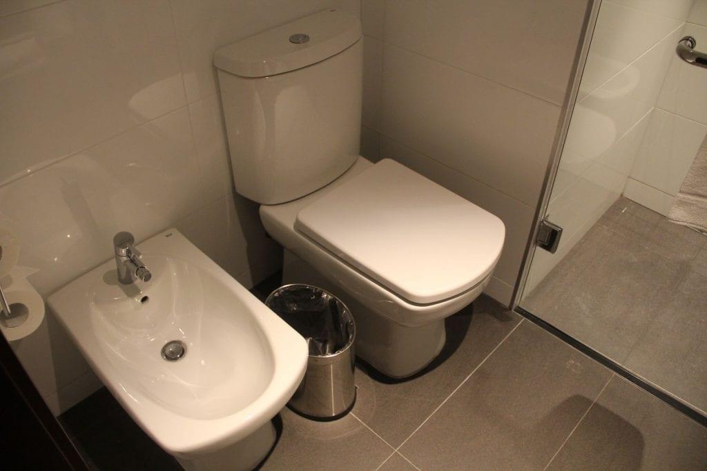 Hilton Garden Inn Montevideo King Room Bathroom