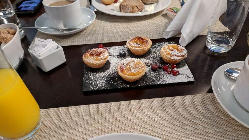 InterContinental Porto Frühstück Eiertörtchen Ambassador
