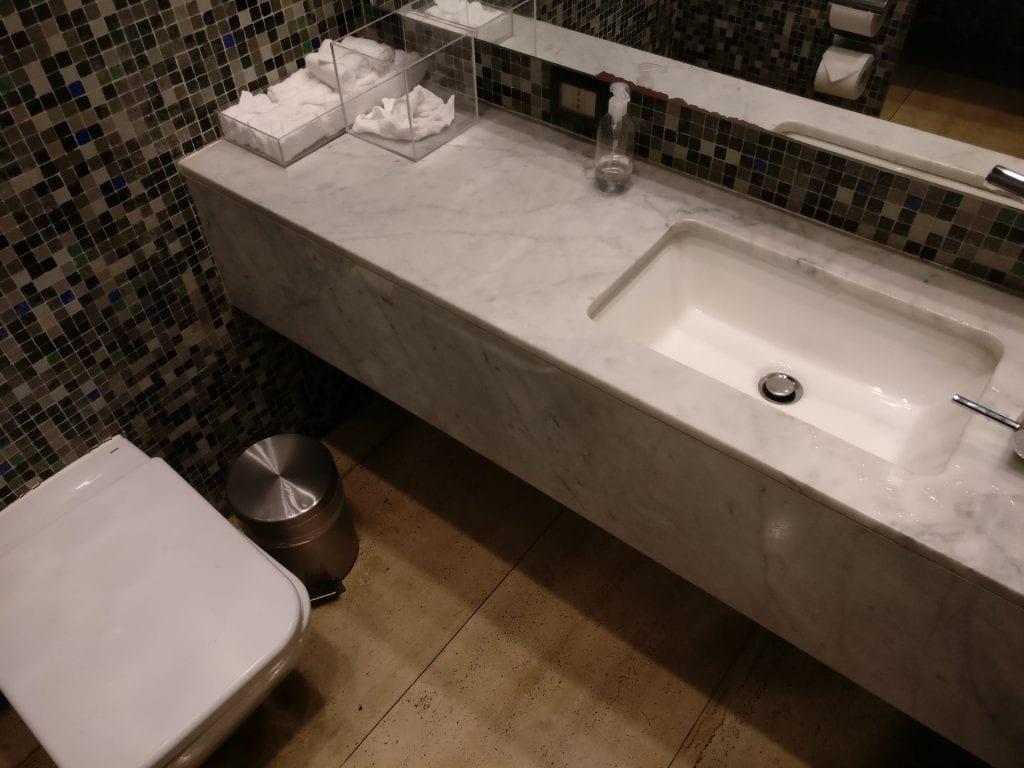 LATAM Lounge Santiago Washrooms