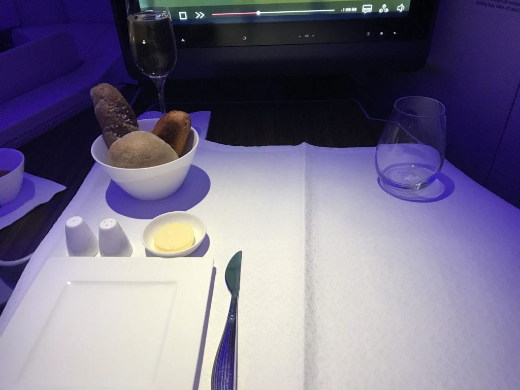Qatar Airways Business Class Airbus A350 Essen Brot
